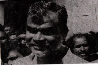 நான் பார்த்தபோது  ஷங்கர் குஹா நியோகி இப்படித்தான் இருந்தார்...