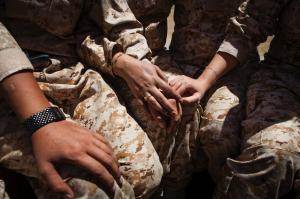 மேற்கண்ட படங்கள் - ஜேகப் ரஸ்ஸல் அவர்களால் எடுக்கப்பட்டவை. படங்கள் இங்கிருந்து. http://edition.cnn.com/2015/03/12/world/cnnphotos-female-peshmerga-fighters/ அங்கே ஒரு சிறு ஆங்கிலக் கட்டுரையும் இருக்கிறது. இவற்றில் ஒன்றிலும் கில்யஸ் அவர்கள் இல்லை)